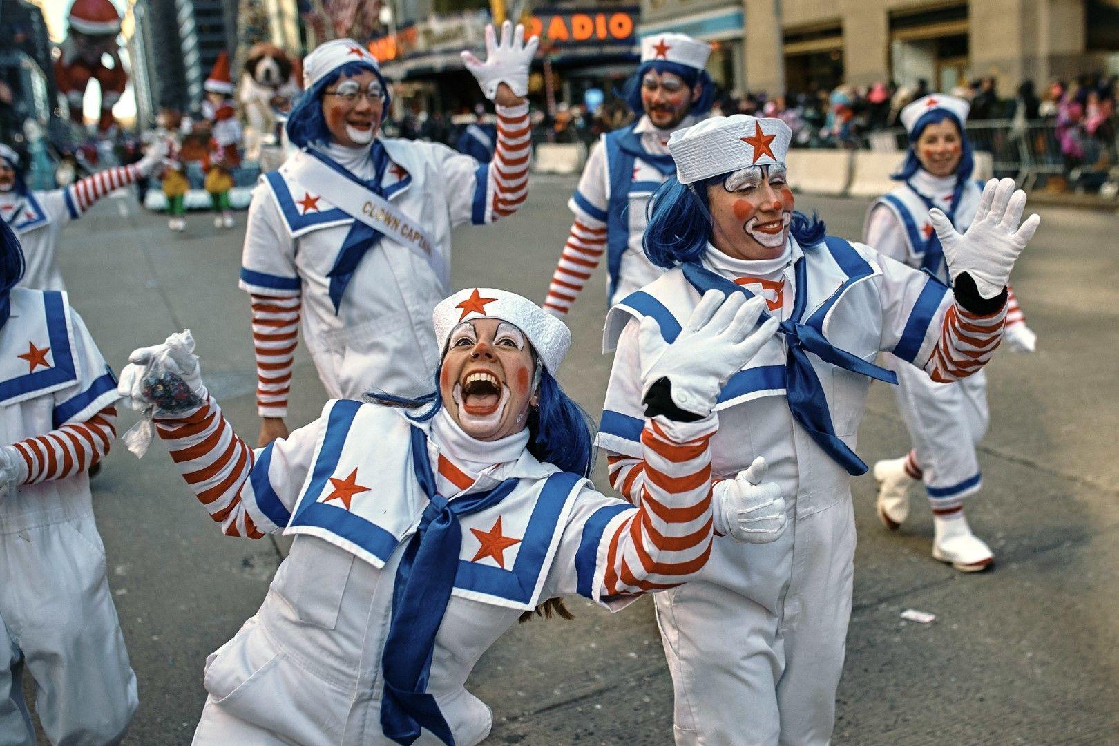 Клоуни на 6-то авеню в Ню Йорк