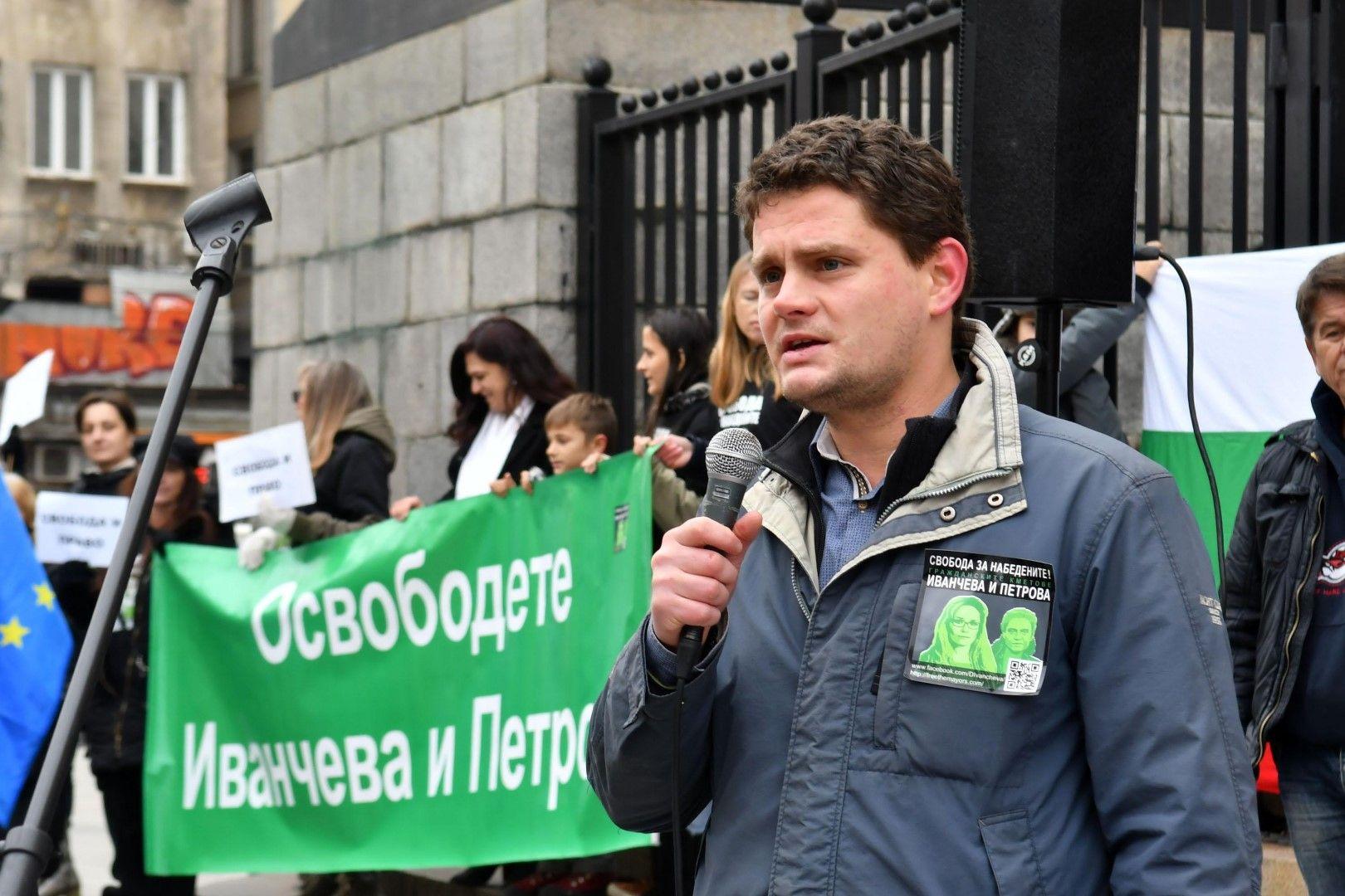 Бившият пиар на Десислава Иванчева Петър Кърджилов
