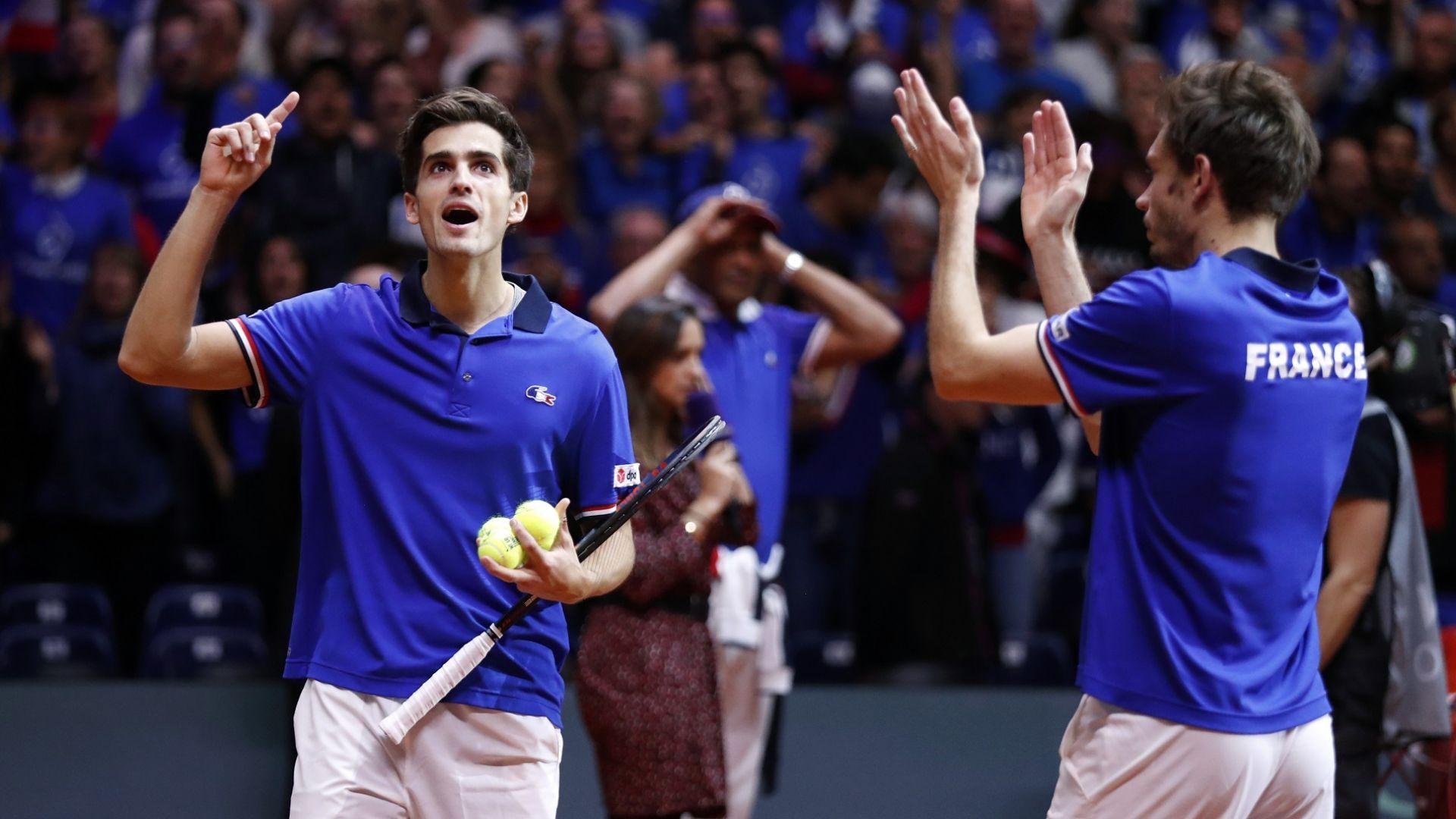 Победа при двойките запази шансовете на Франция