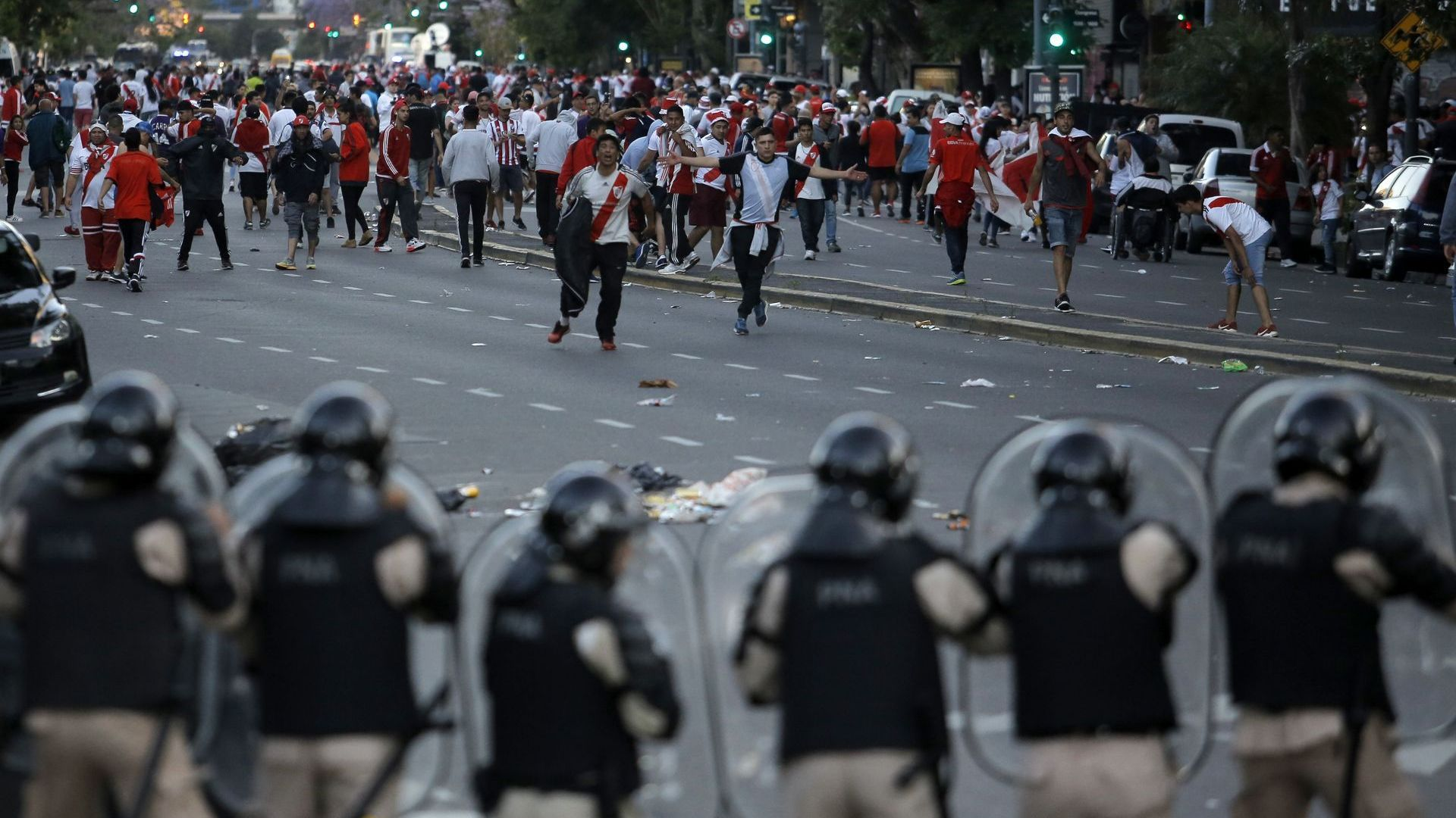 """Кметът на Буенос Айрес нарече виновниците за пропадналия финал """"мафиоти"""""""