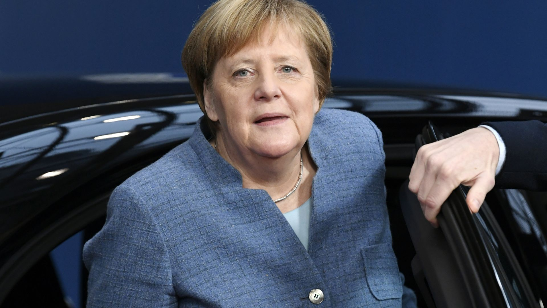 Проблем със самолета спира Меркел от откриването на Г-20
