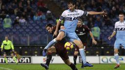 Лацио се спаси в края при хубаво дерби с Милан (резултати)