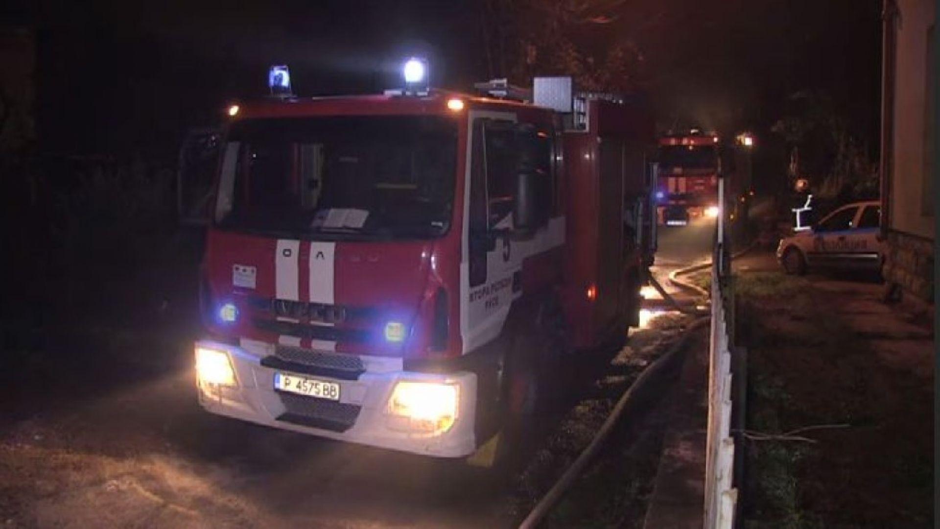Запалиха трактор и селска постройка в Лом