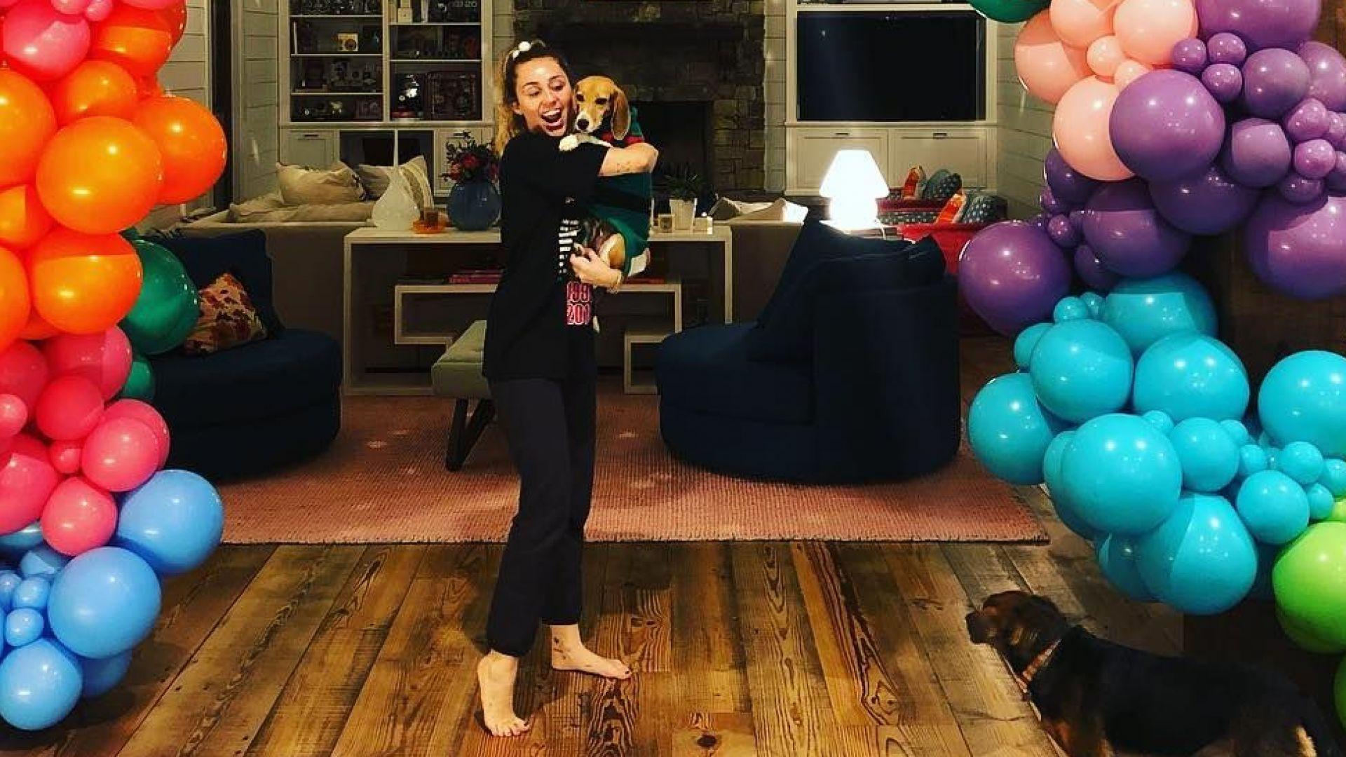 Майли Сайръс отпразнува 26-ия си рожден ден с Лиъм и семейството си