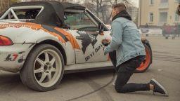 Вижте как Наум Шопов предложи на Теа (видео)