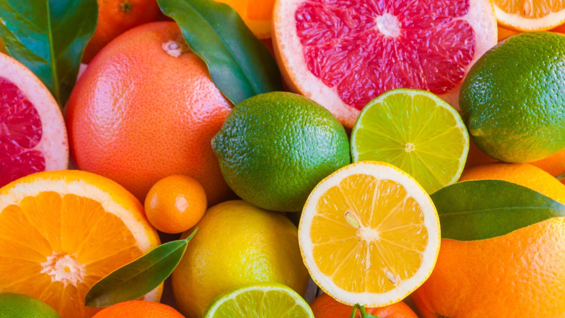 Търговци превръщат цитрусови плодове в зрели с бои