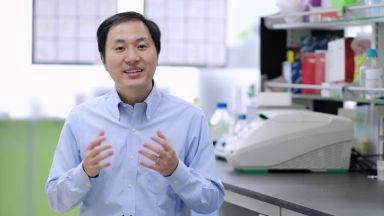Китайският учен защити създаването на първите генно модифицирани бебета