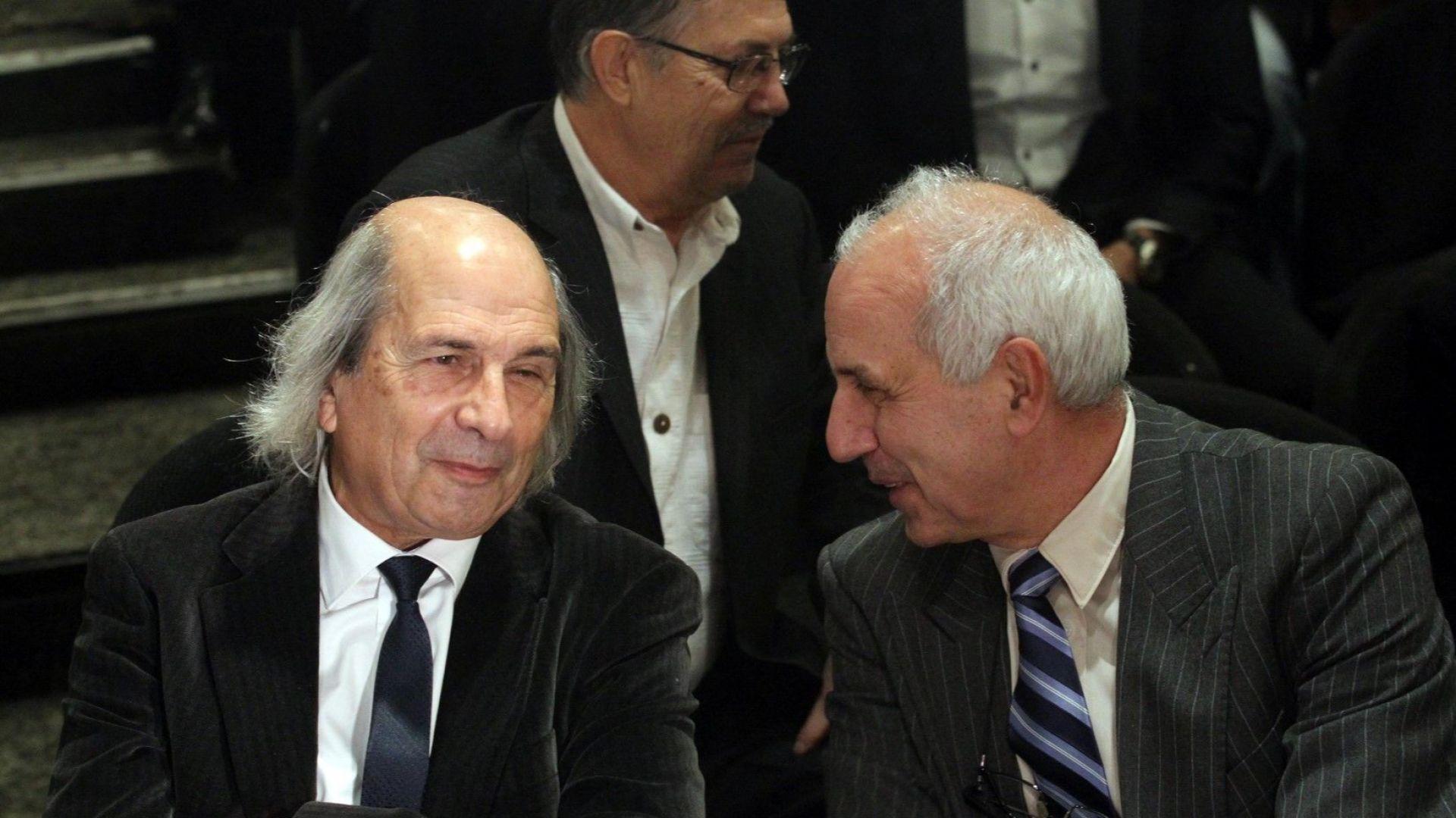На снимката: Проф. Михаил Неделчев (ляво).