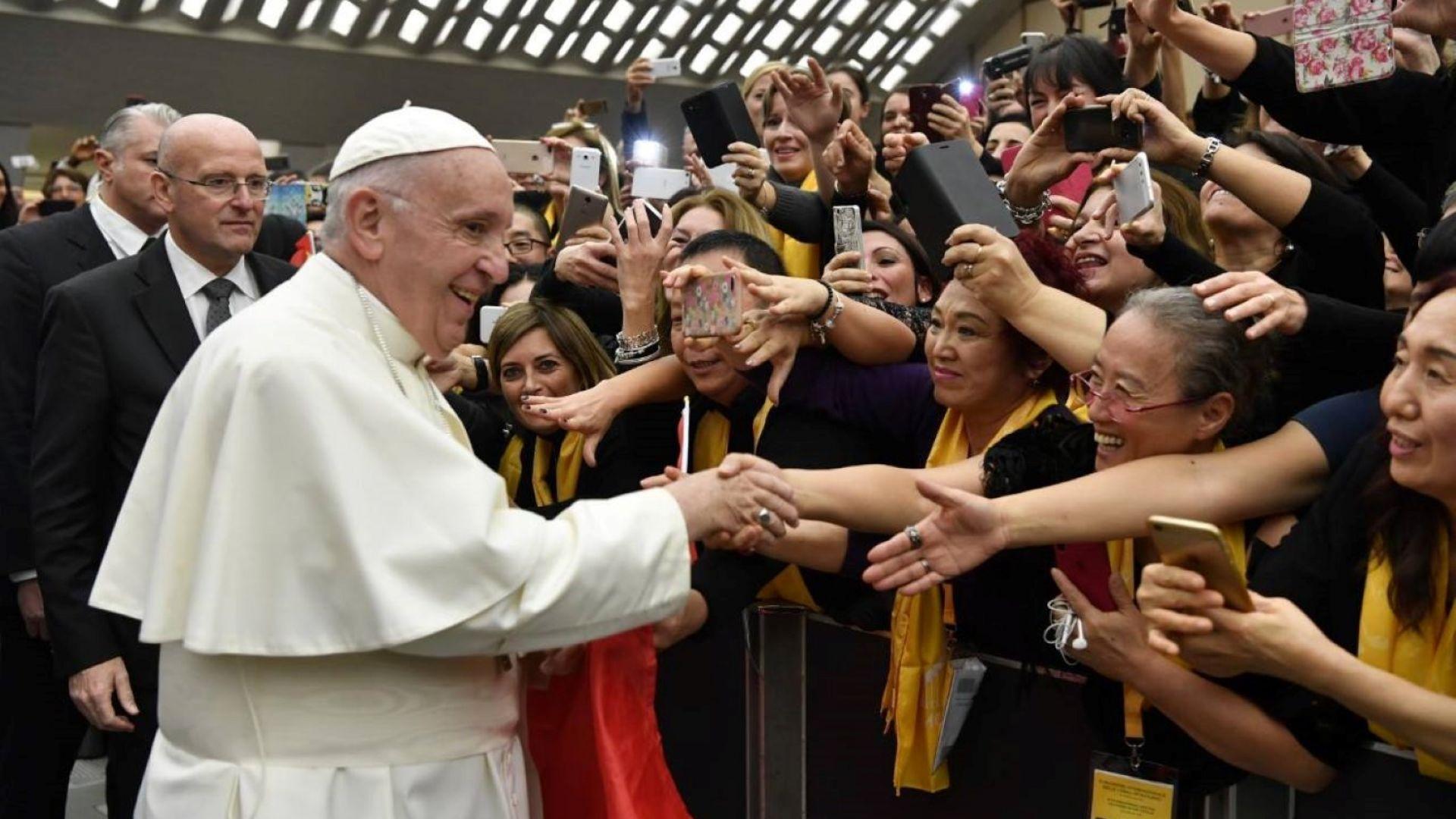 Папата призова свещениците педофили да се предадат сами на съда