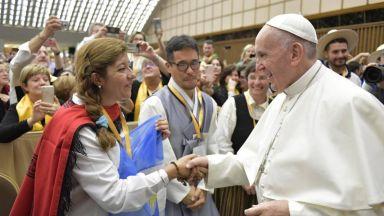 Папата представи приложение за молитви