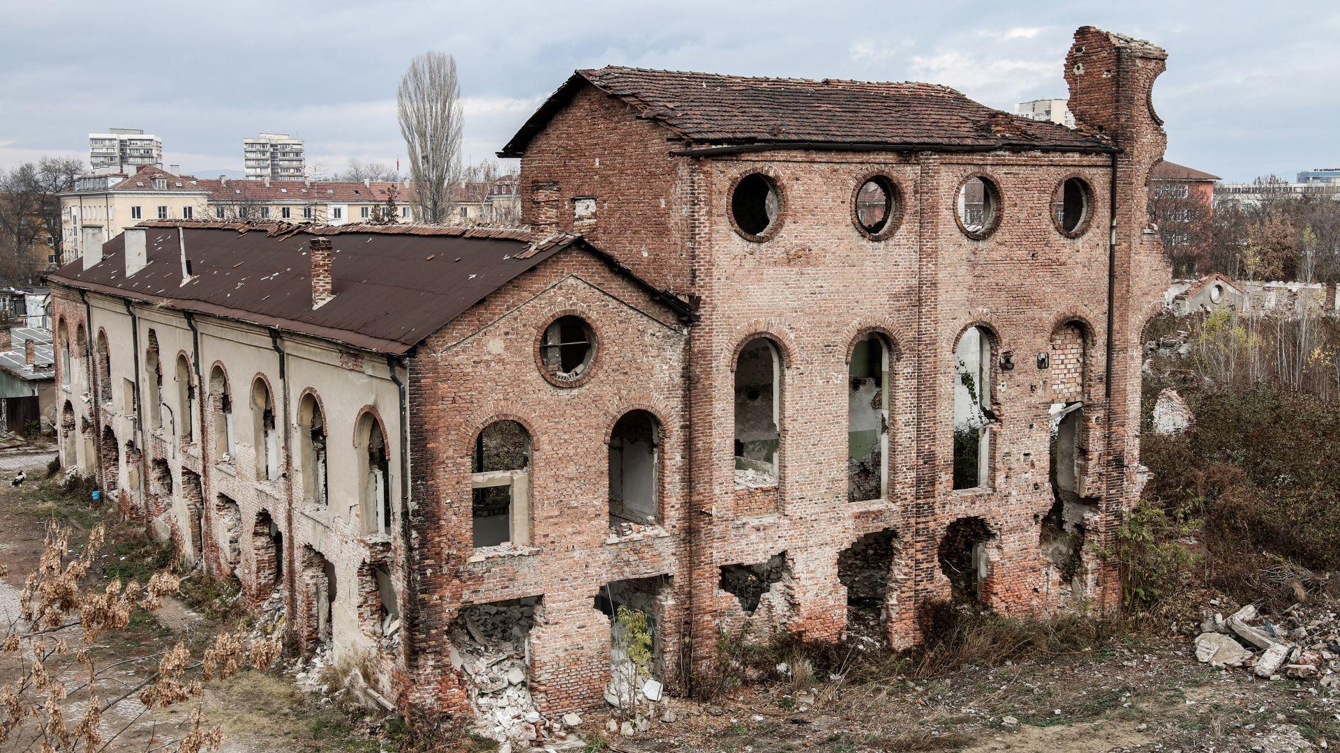 Захарна фабрика - най-модерната у нас преди 120 г., тъне в разруха (снимки)