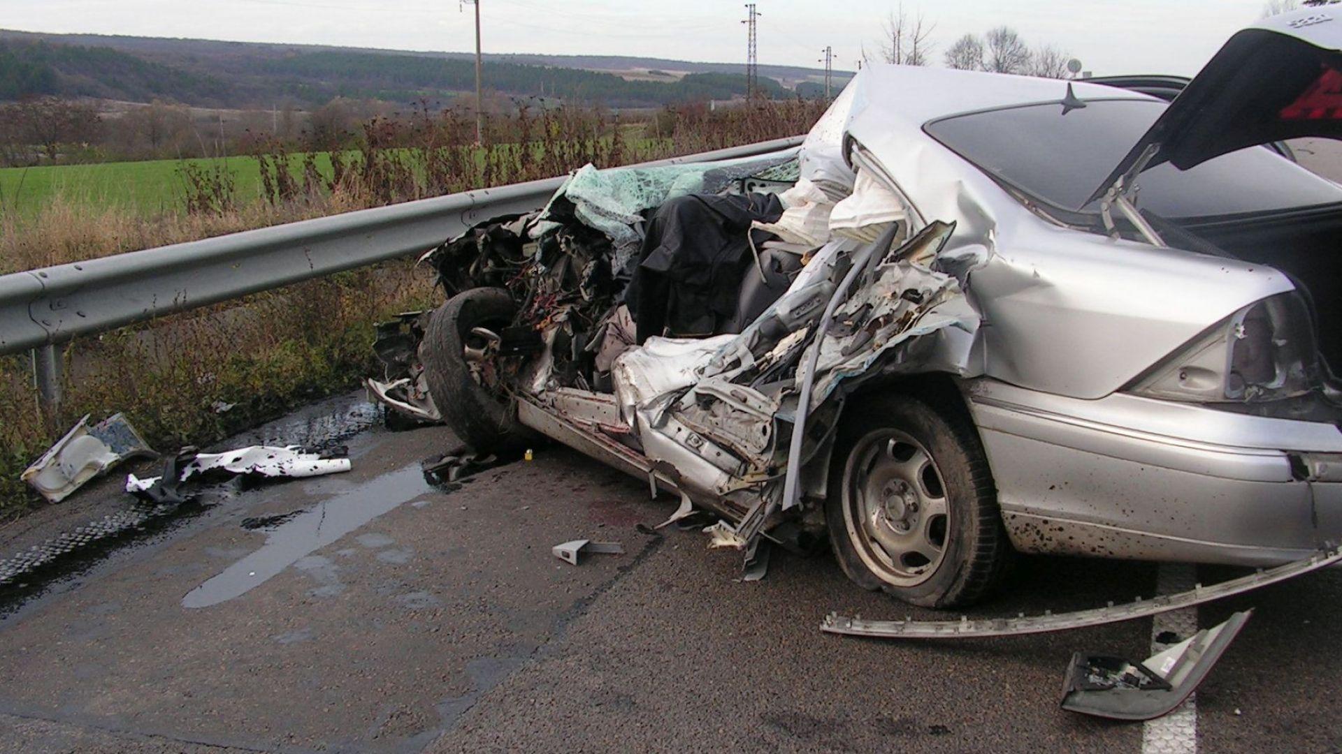 Борят се за живота на семейството с 2 деца, ранени край Разград