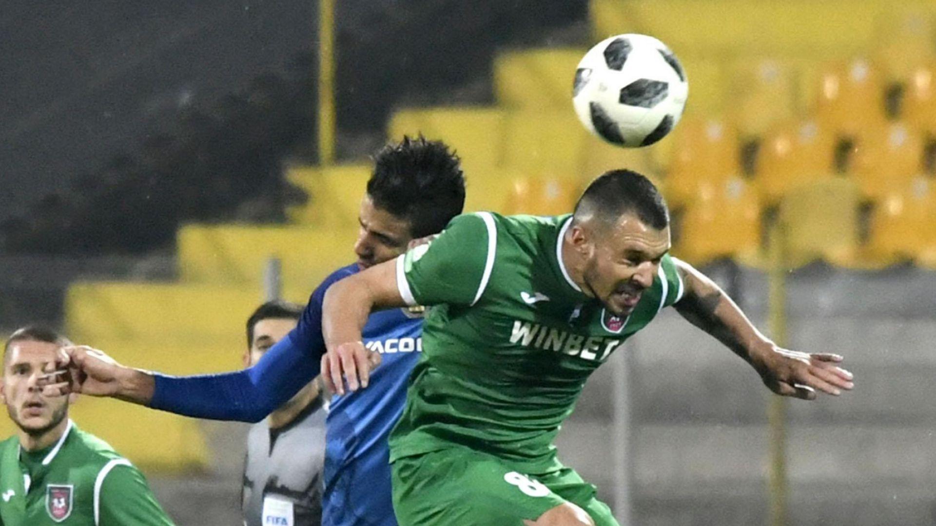 Левскар опитал да набие Божинов след мача
