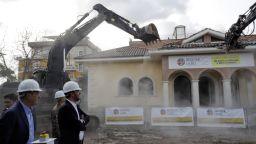 Министър лично разруши незаконна мафиотска вила в Рим (видео и снимки)