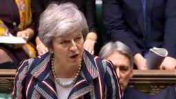 В британския парламент: Подкрепа за Брекзит срещу оставка на Мей