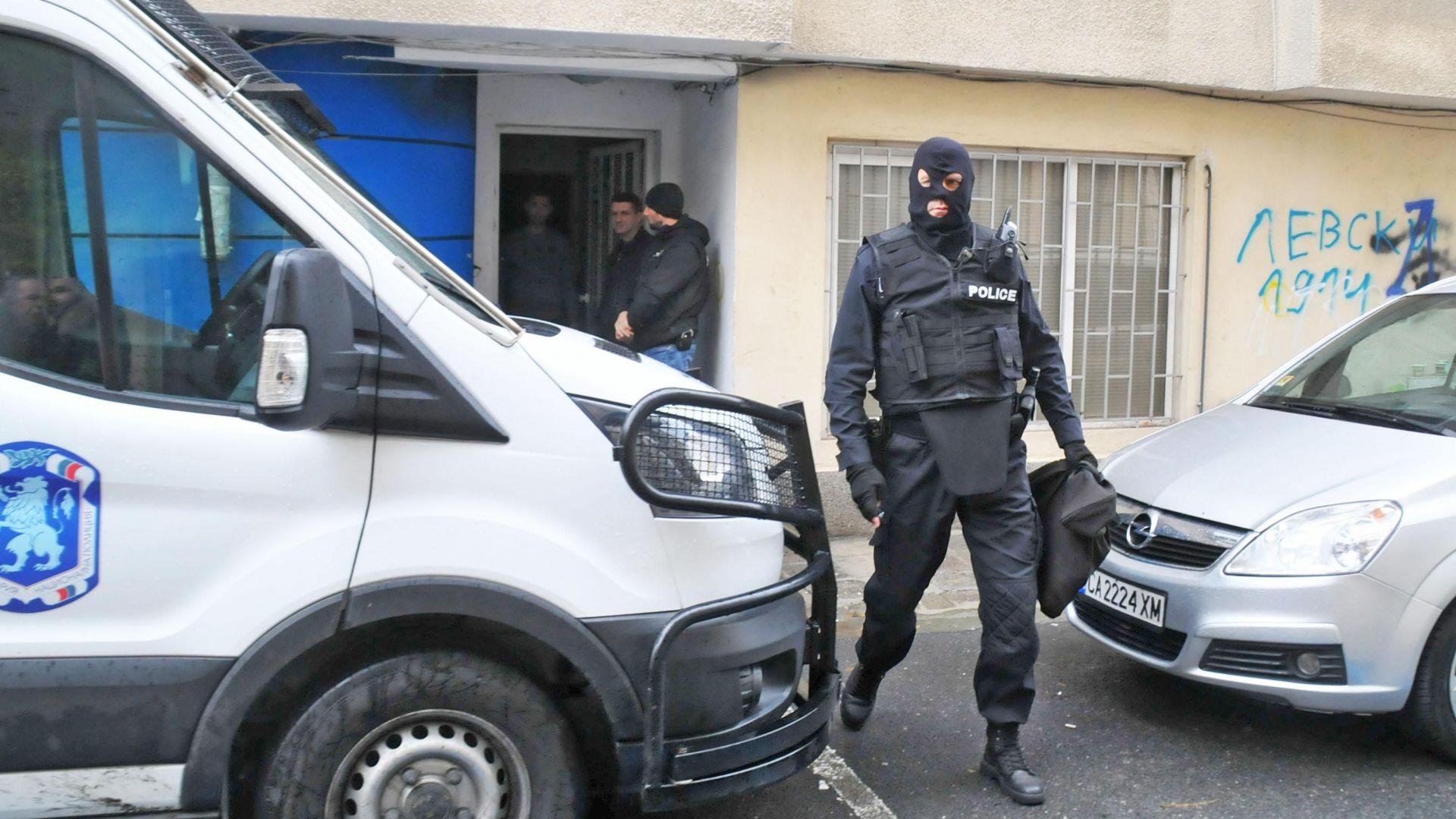 """8 обвинени за търговия с дрога, сред тях хора от фен клуба на """"Левски"""""""