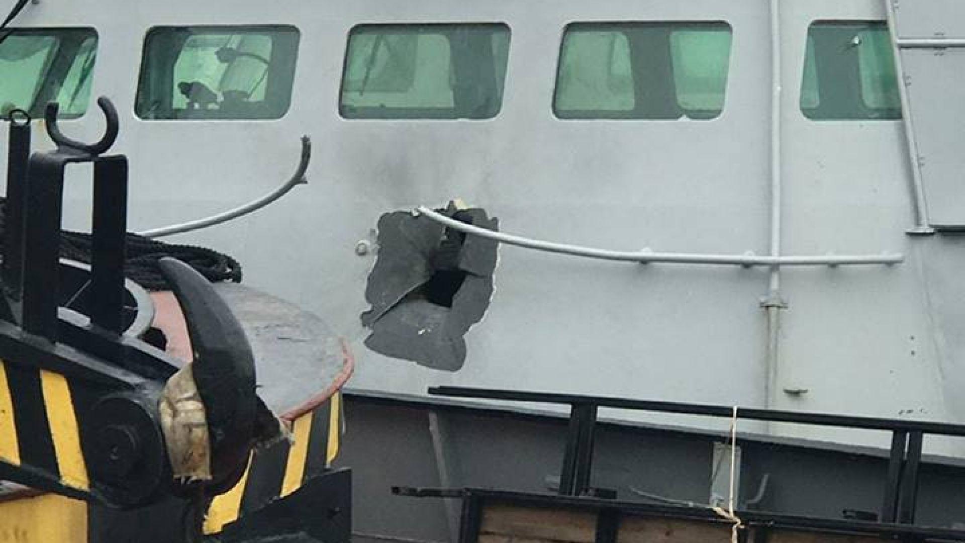 """Снимка показва пробойна на кабината на """"Бердянск"""" след руския обстрел"""