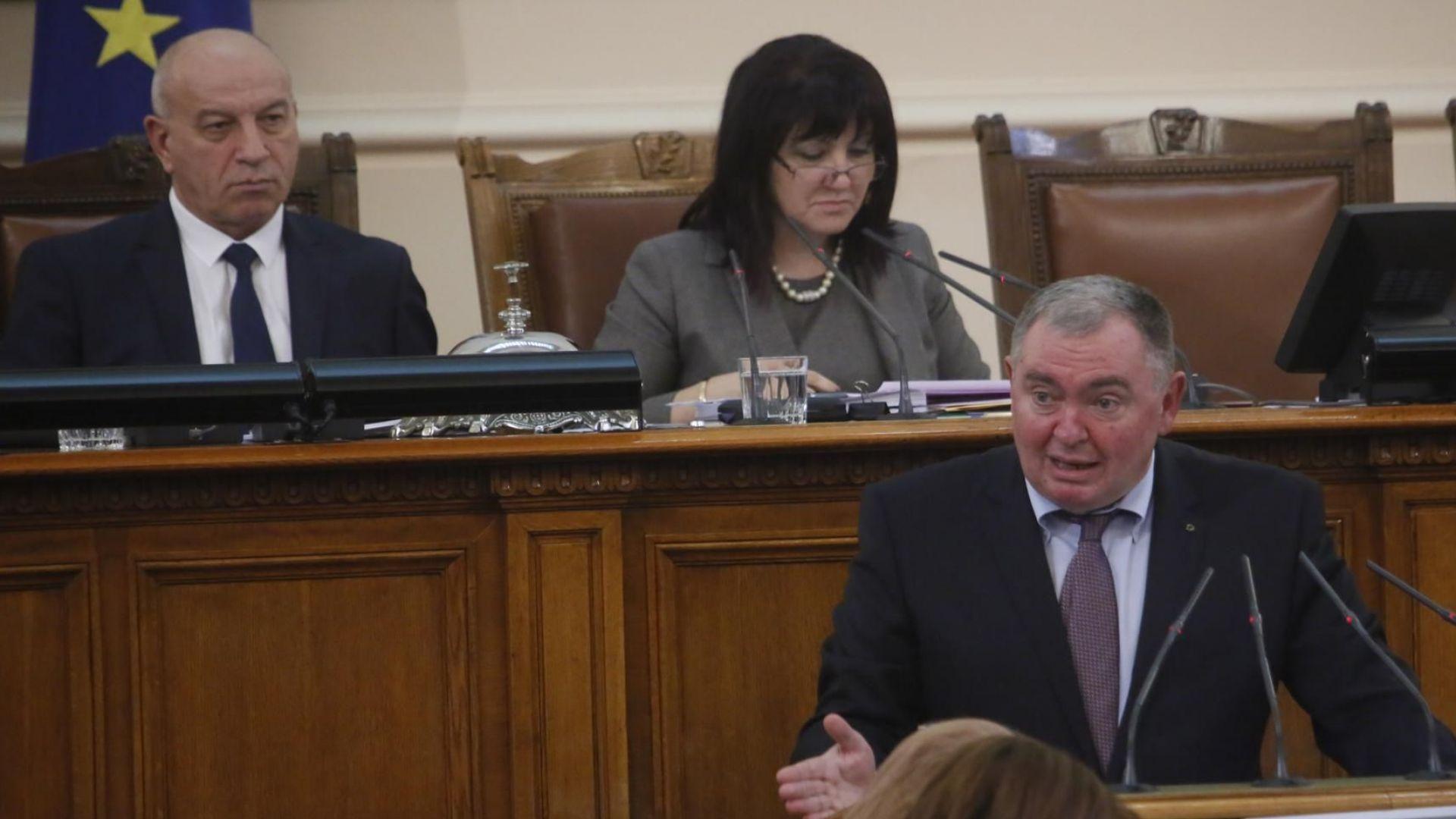 Депутатите на среднощно заседание за приемане на бюджета на ДОО