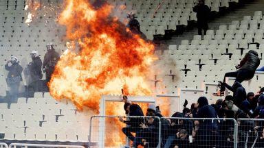 Като на война: Сигнални ракети и Молотов в Шампионска лига