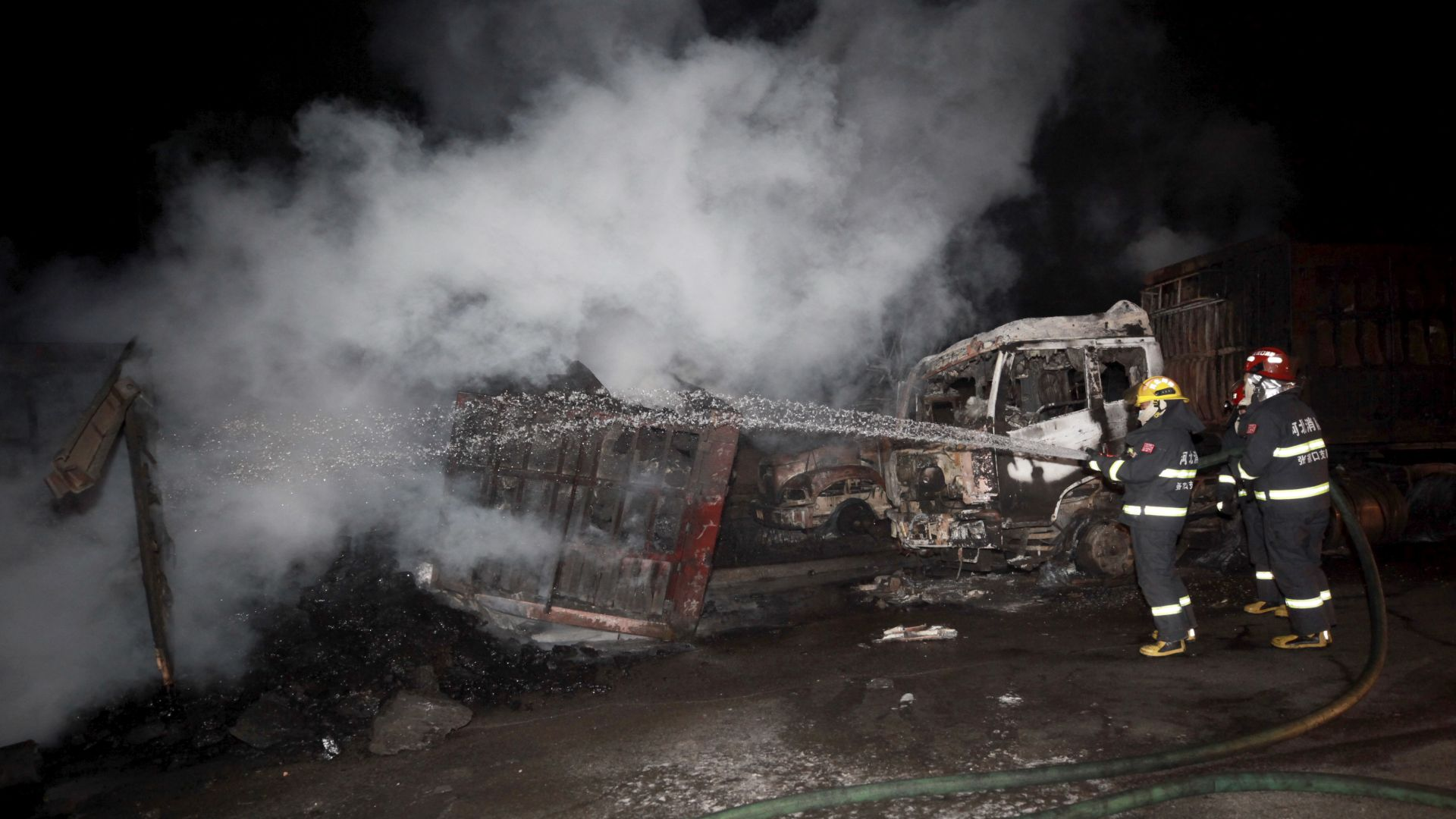 Серия от взривове в район на химически завод в Китай, десетки са загинали