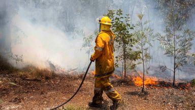Хиляди хора трябва да се евакуират заради катастрофални пожари в Австралия (видео)