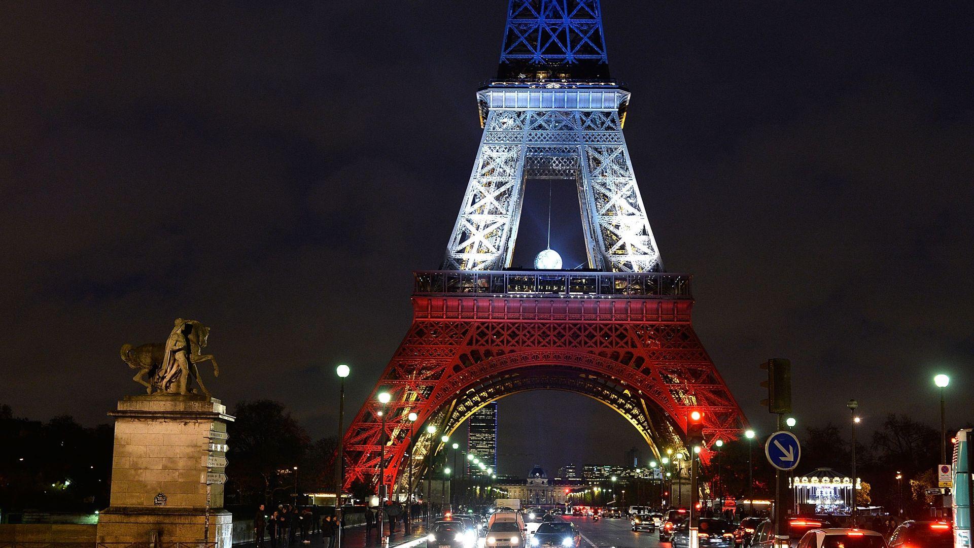 Стълби от Айфеловата кула бяха продадени за 170 000 евро