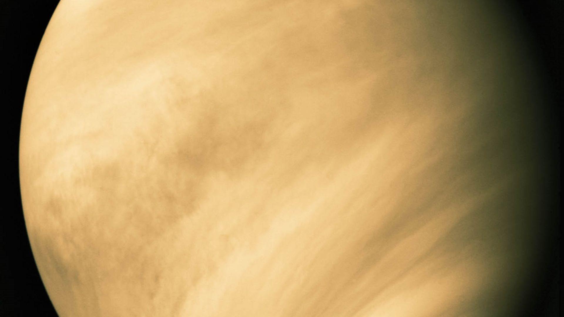 На повърхността на Венера има действащи вулкани