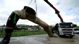 Вижте краката на бъдещата най-голяма бронзова статуя в Обединеното Кралство