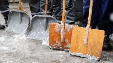 Синоптиците предупреждават за сняг и поледици в неделя