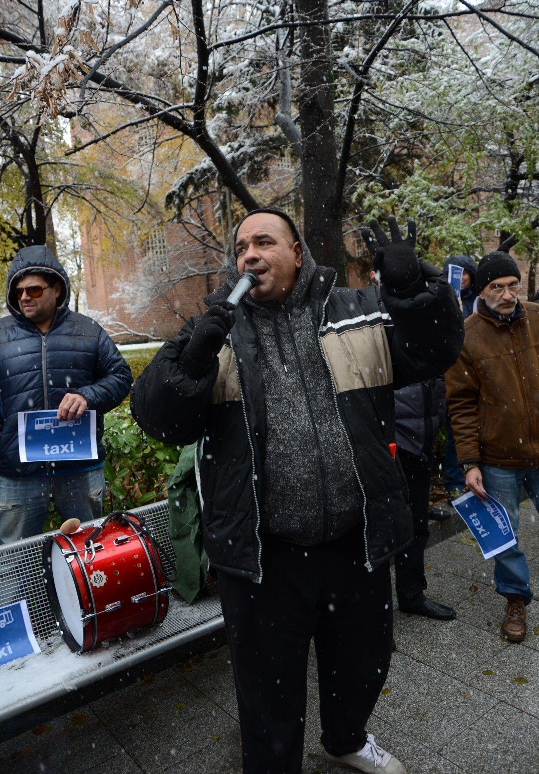 Таксиметрови шофьори излязоха на протест