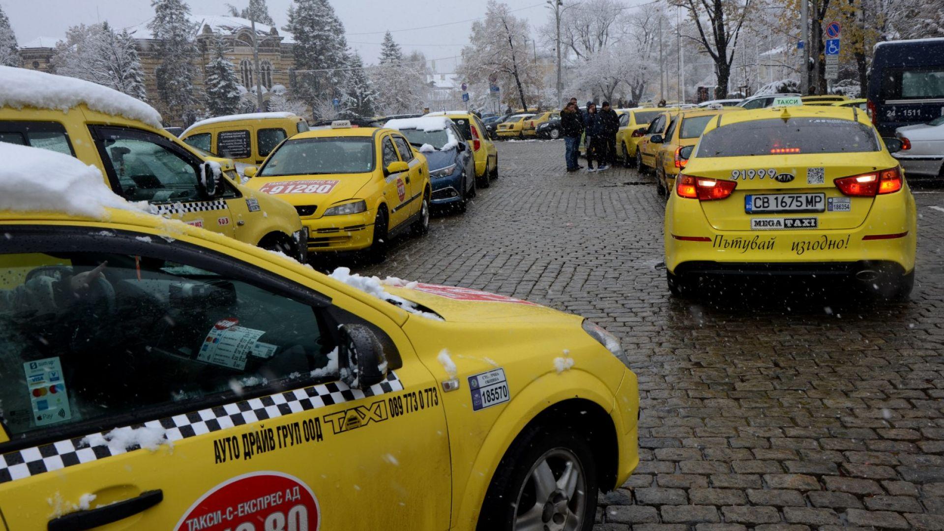 Минималните цени на такситата: Браншът иска едно, показва ли друго пазарът
