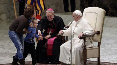 Папата към родителите: Не се карайте много пред децата