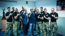 Виктор Орбан на среща с Чък Норис: И аз съм уличен боец (видео)