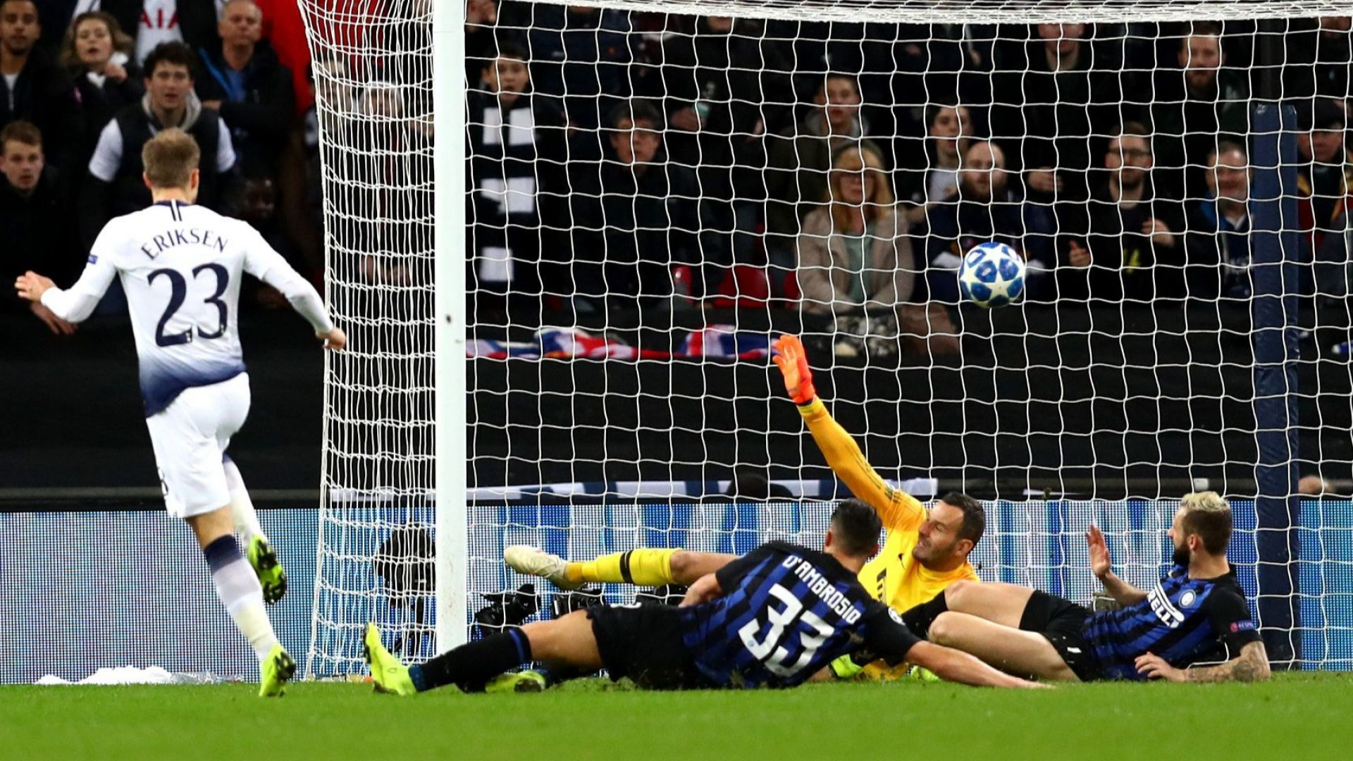 """Интер се пропука на """"Уембли"""", Барса отново победи (резултати)"""