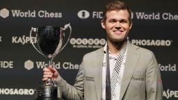Иде сблъсък, чакан 16 години: Магнус Карлсен срещу легендата Каспаров