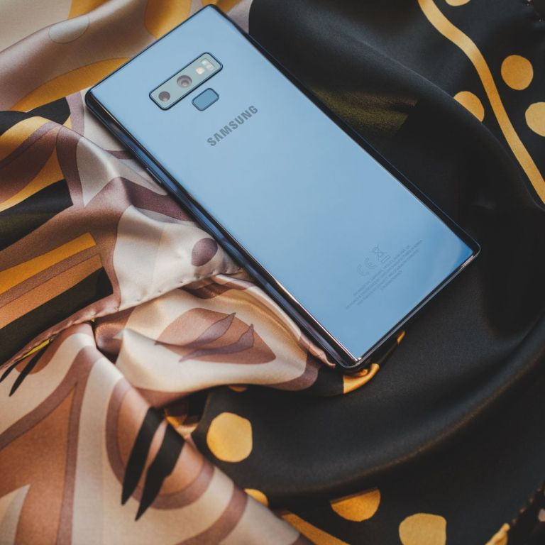 Супер смартфон за супер жени с афинитет към минимализма