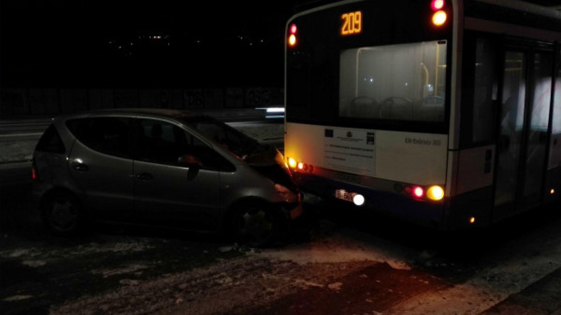 Снежни неволи във Варна: Автобус се запали, 19 катастрофи