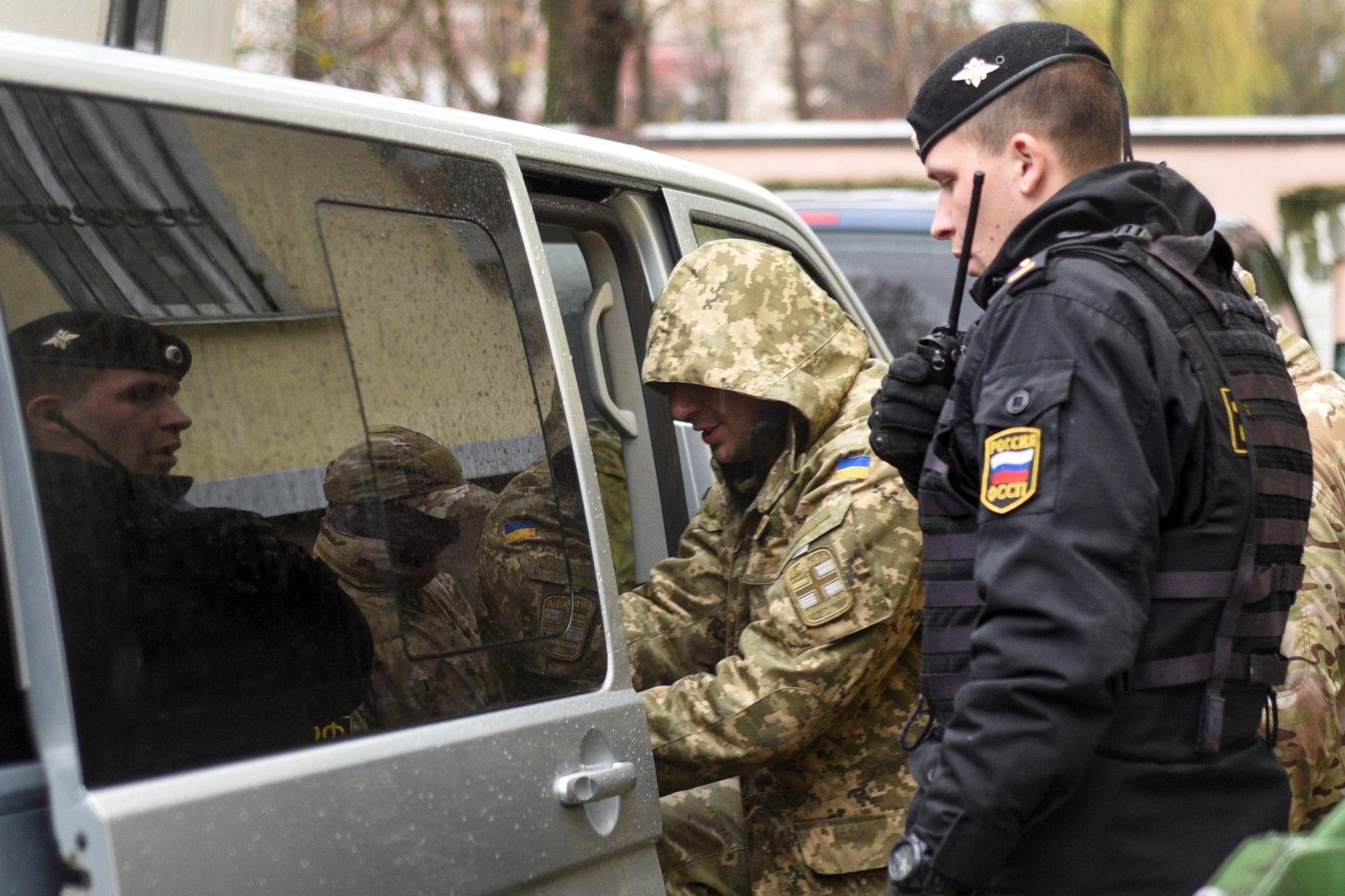 24-има украински моряци са изправени пред руски съд