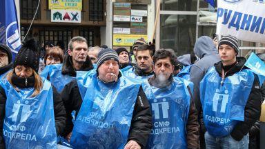 Шествие на енергетици блокира центъра на София
