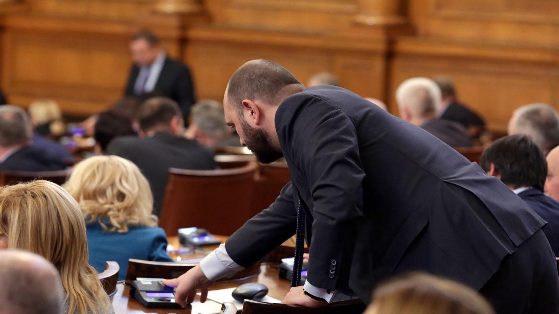 Въпреки обещаното от Борисов намаляване на партийната субсидия на 1