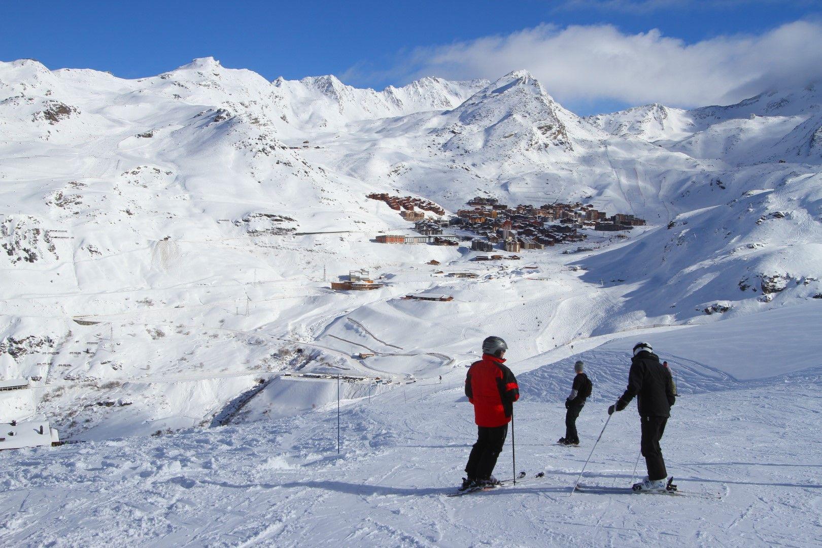 Val Thorens се е сгушил между алпийските склонове