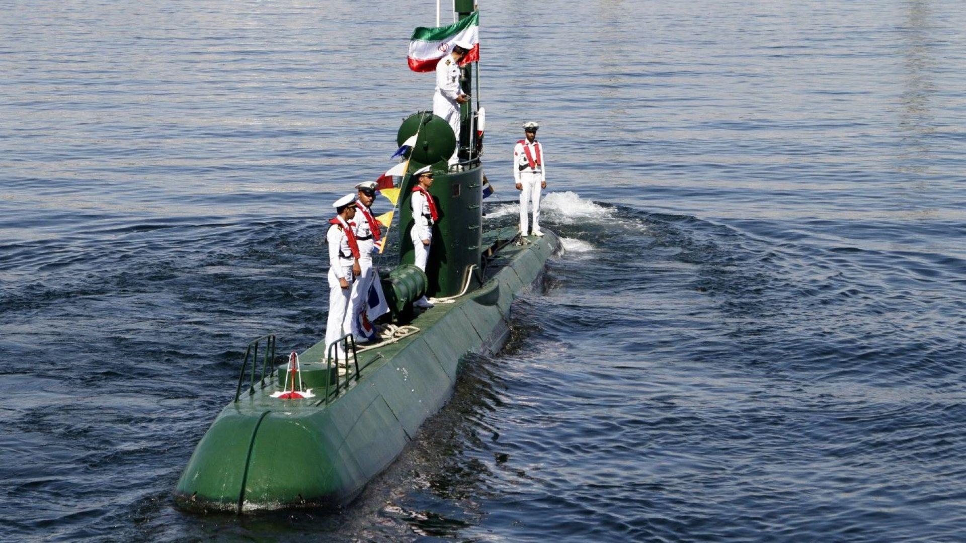 """Иран се сдоби с две """"невидими"""" миниподводници"""