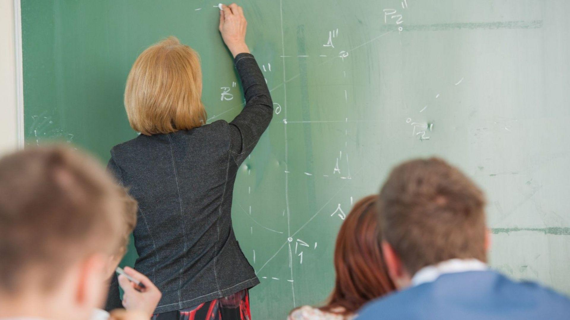 Увеличават с 20% учителските заплати от Нова година
