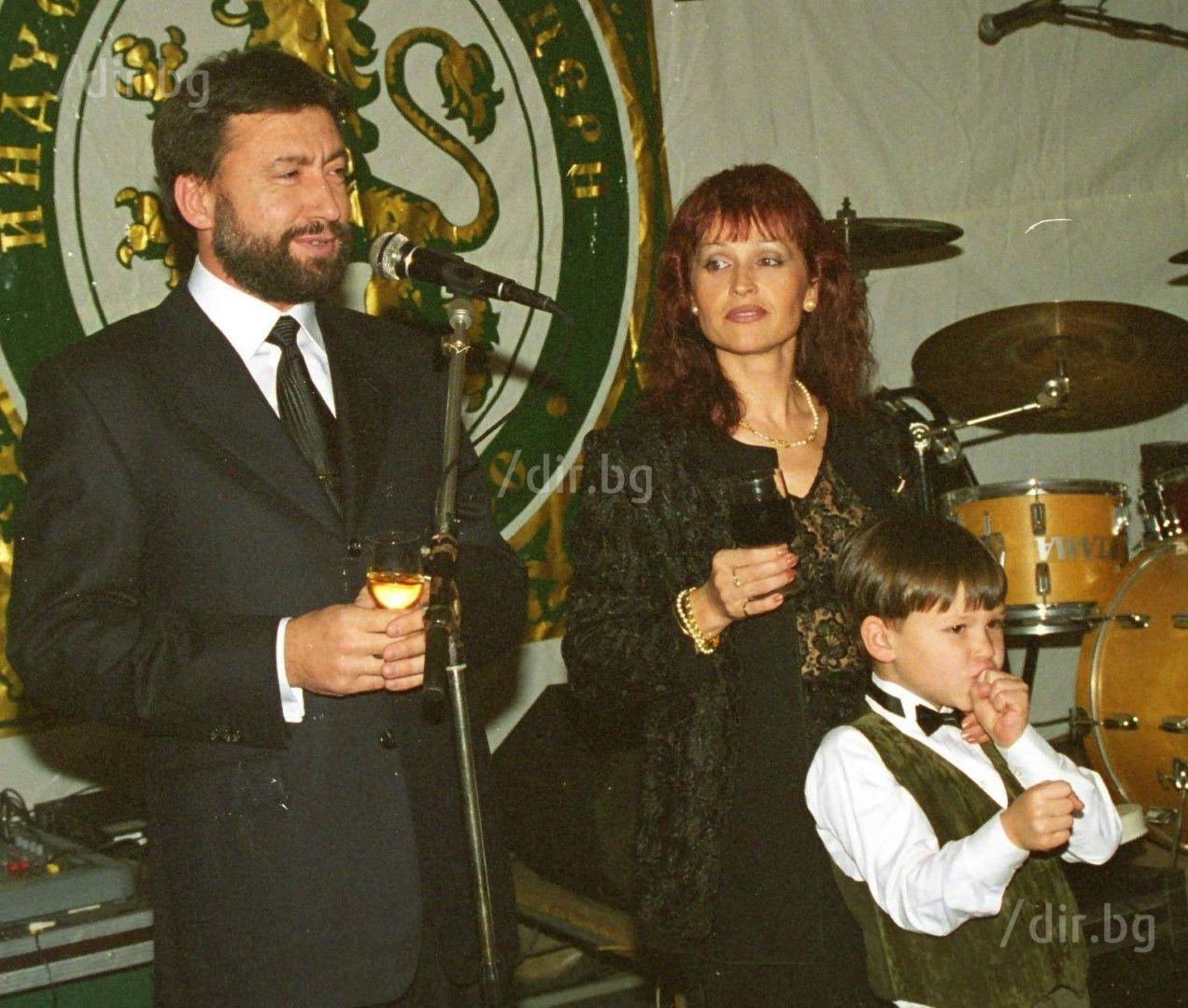 """Малкият Ники на тържество на """"АКБ Форес"""" с мама и тате"""