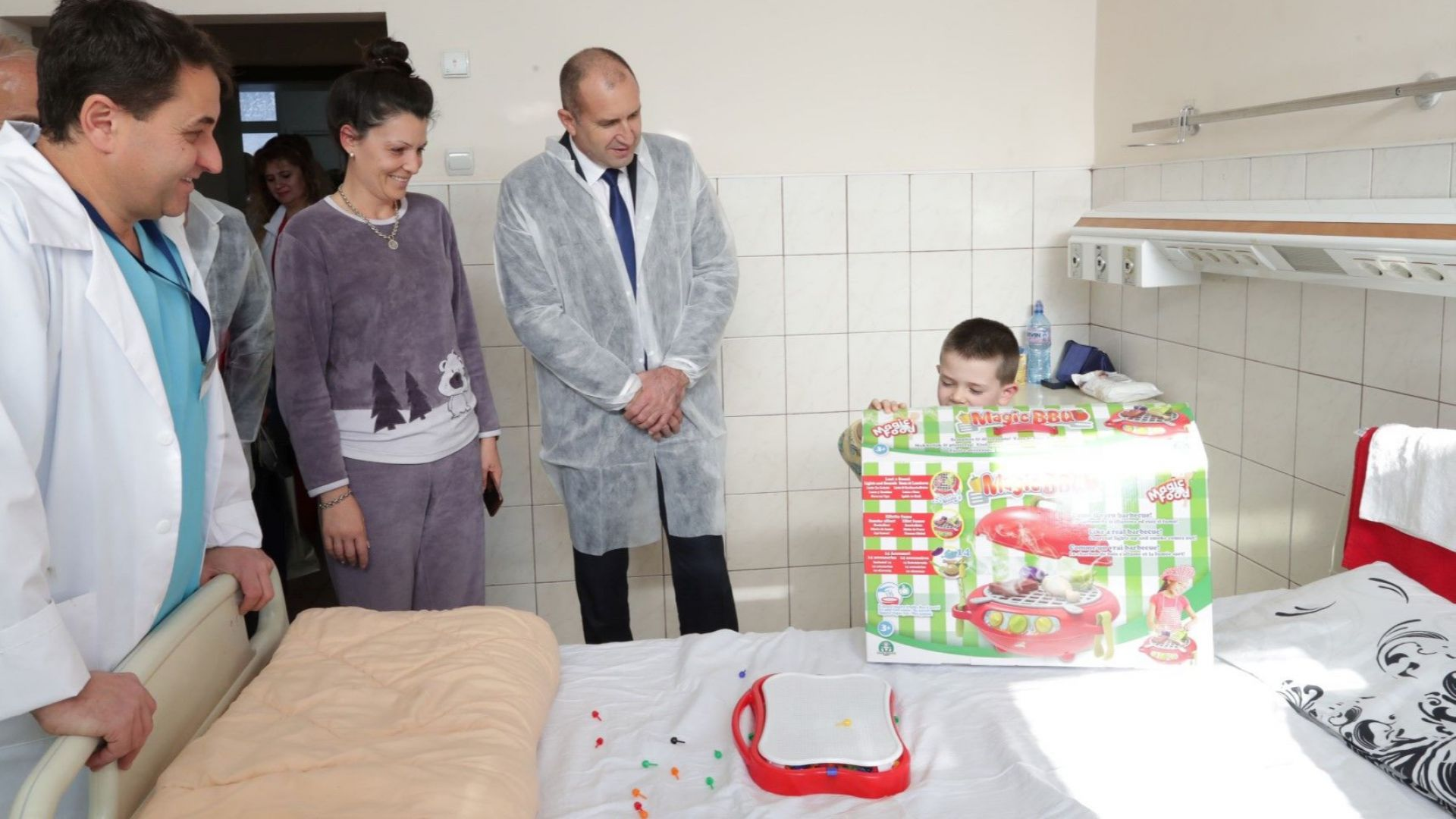 "Румен Радев даде началото на ""Българската Коледа"" 2018/2019 година"