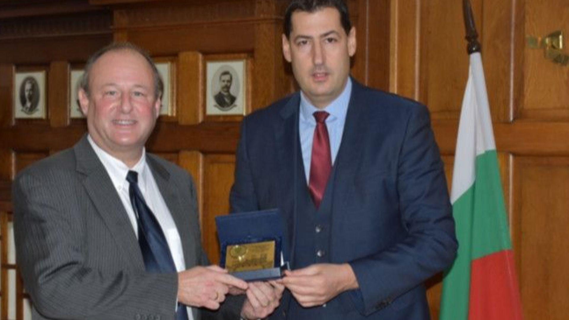 US посланикът у нас: Визите за българите няма да отпаднат скоро