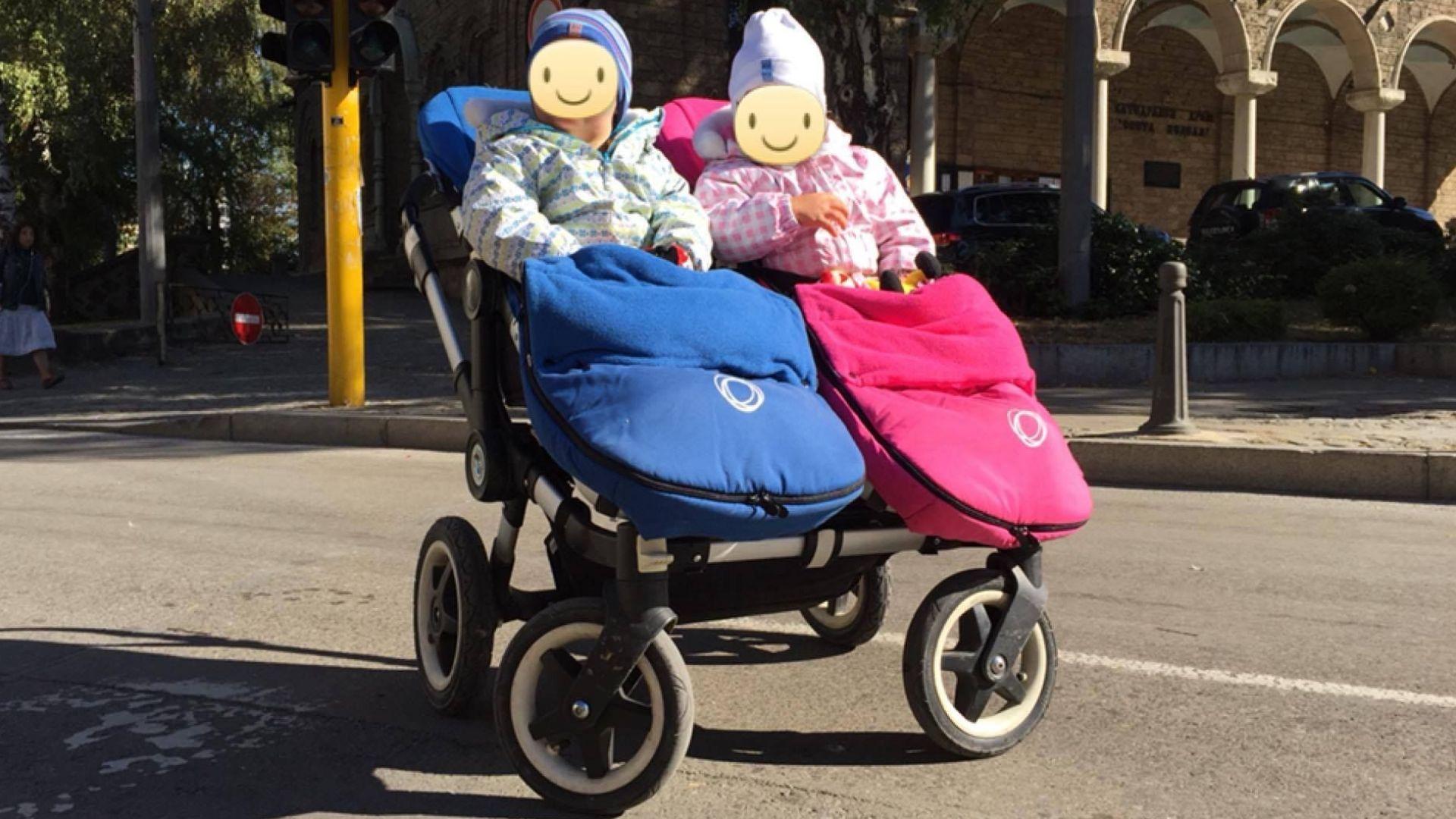 Издирват мъж, откраднал количката на 2-годишни близначета (видео)