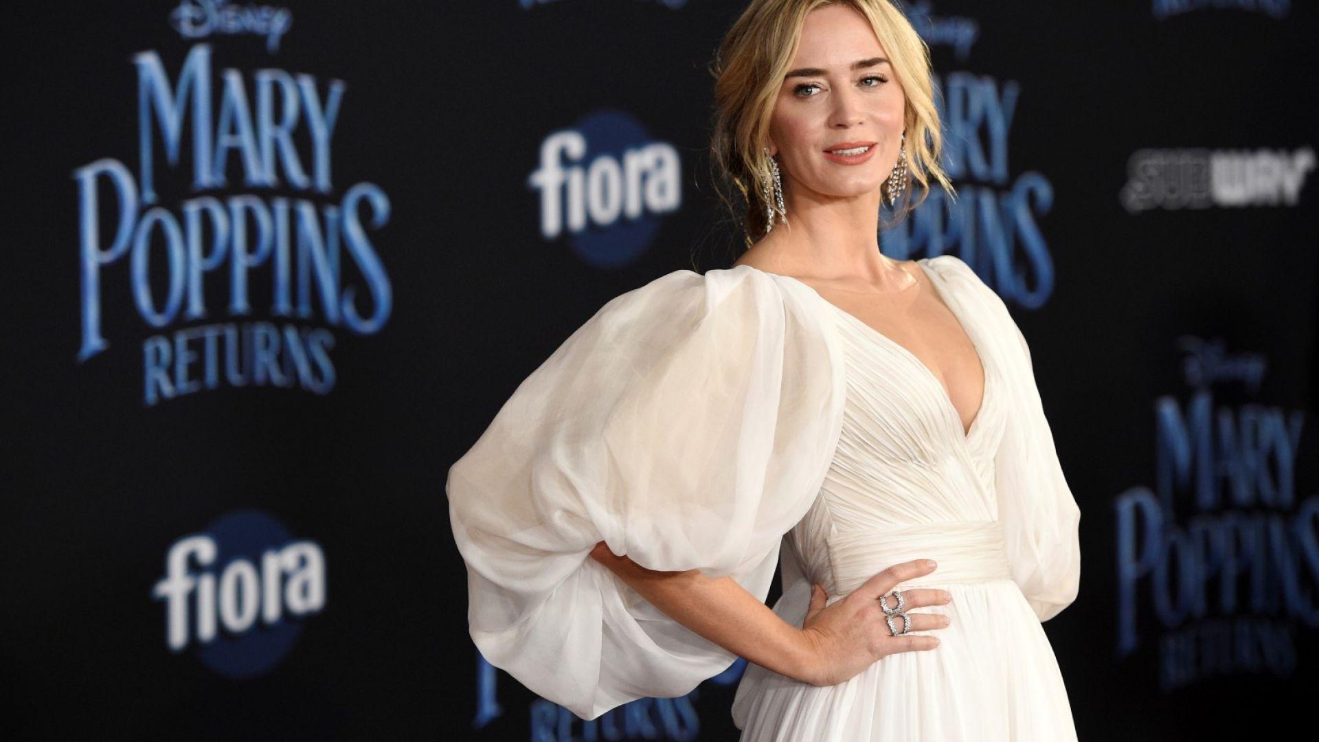 """Емили Блънт очарова с тоалет на премиерата на """"Мери Попинз се завръща"""""""