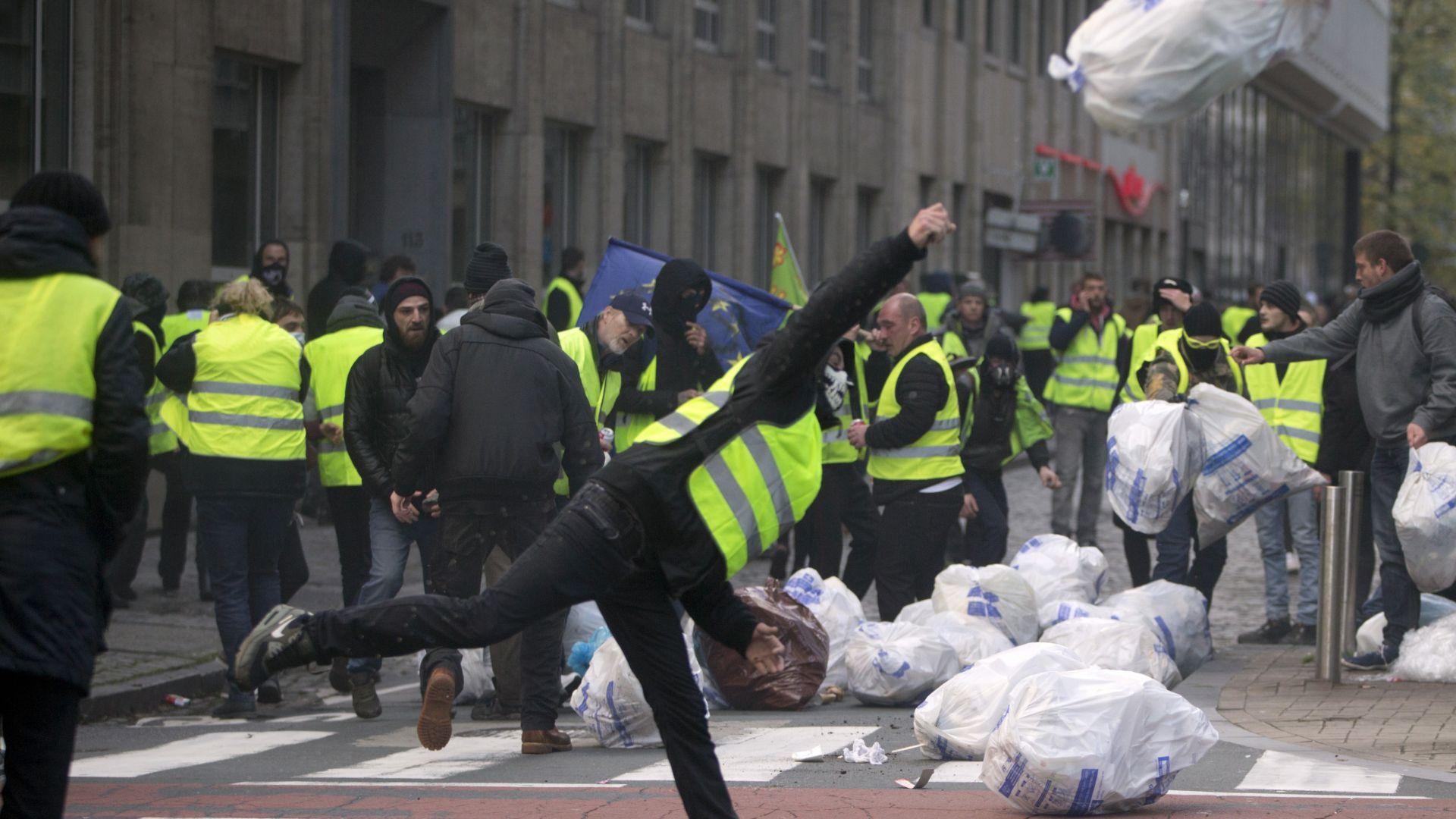 """Сблъсъци между полиция и """"жълтите жилетки"""" в Брюксел, десетки са арестувани (снимки)"""