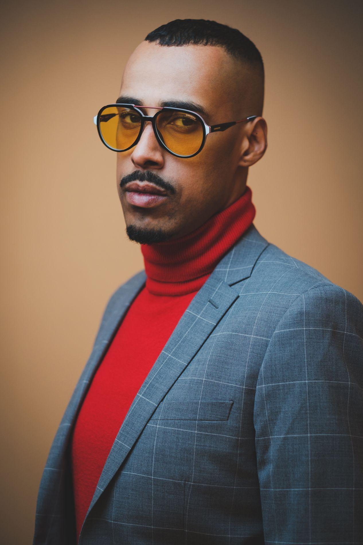 Поло - United Colors of Benetton // Сако, панталон, обувки, аксесоари- H&M// Очила: Grand Optics